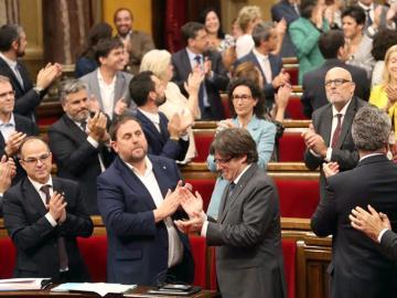 Diputados de Junts pel Sí celebran la aprobación de la Ley del Referéndum