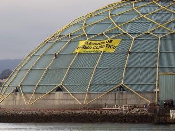 Protesta de Greenpeace en el puerto de A Coruña