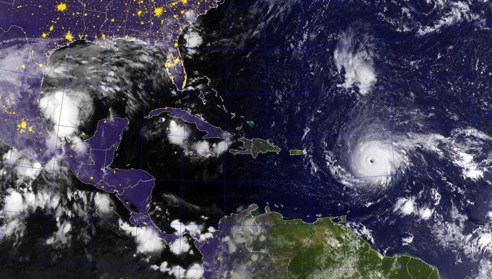 Fotografía tomada desde el espacio del huracán Irma
