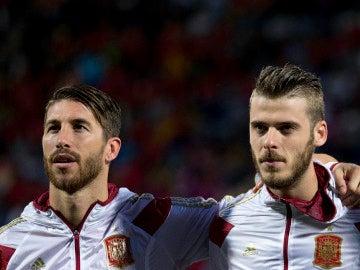 De Gea y Ramos durante un partido con la selección