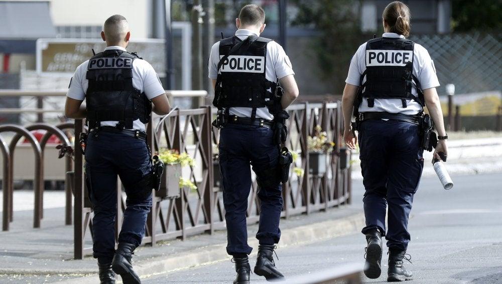 Varios policías de París