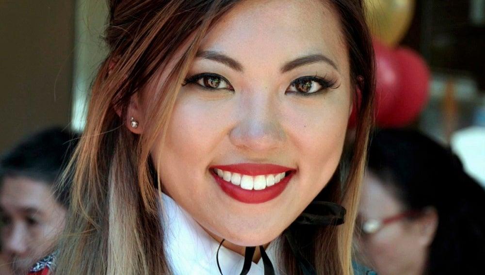 Mujer china sonriendo