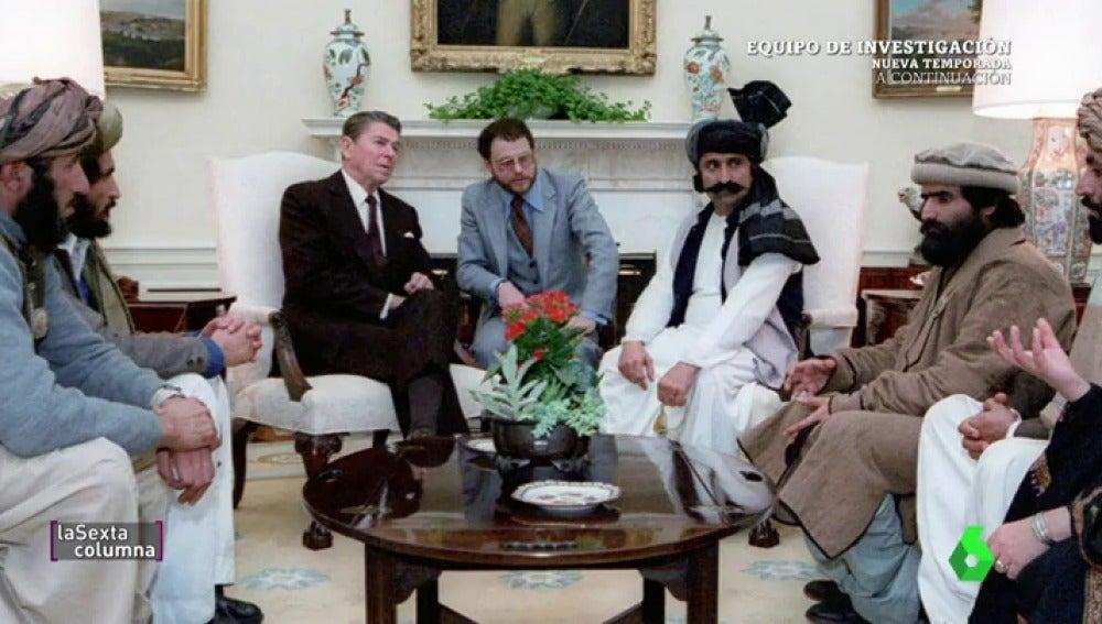 Ronald Reagan, acompañado de talibanes en la Casa Blanca