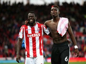 Mame Biram y Pogba se retiran del terreno de juego tras el Stoke - United