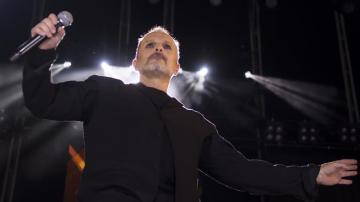 El cantante Miguel Bosé durante un concierto en Sevilla