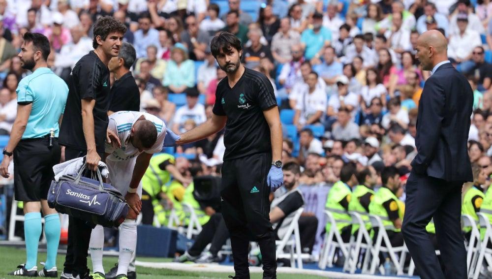 Benzema se retira lesionado