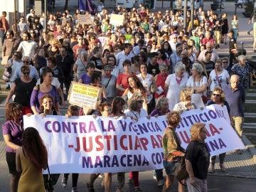 Numerosos manifestantes convocados por varias plataformas feministas de Granada y de toda España recorren las calles de Granada en apoyo a Juana Rivas y las víctimas de violencia de género