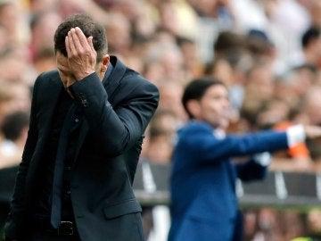Simeone, durante el partido contra el Valencia
