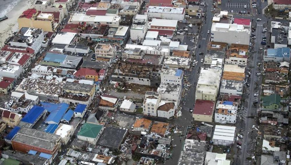Vista aérea de los daños causados por el huracán Irma a su paso por Philipsburg, en la isla de San Martin