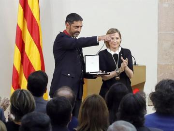 El major de los Mossos d'Esquadra, Josep Lluís Trapero, junto a Carme Forcadell