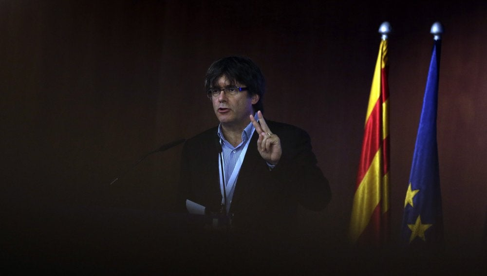 El presidente de la Generalitat, Carles Puigdemont, durante el Consell Nacional del PDeCAT que se celebró ayer en Barcelona