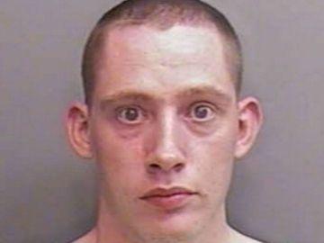 Edward James Wright fue acusado de intento de robo y posesión de arma