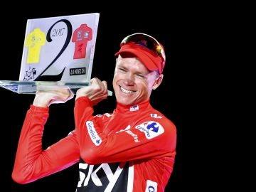 Chris Froome, con el trofeo de campeón de la Vuelta a España