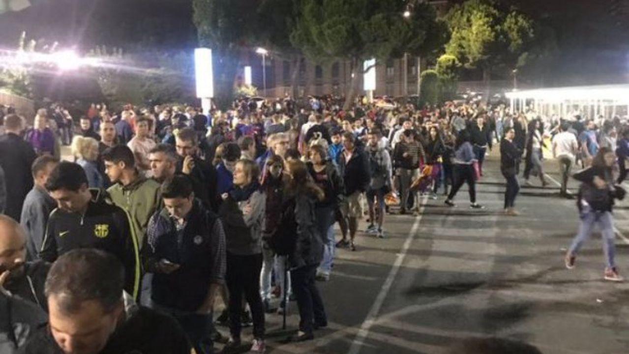 Aficionados votando por la censura de Bartomeu