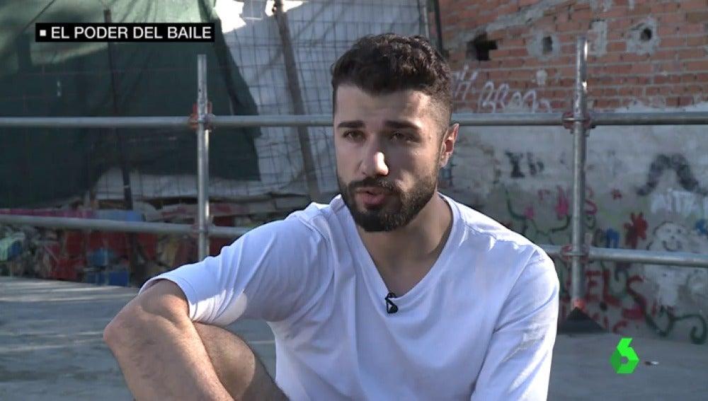 """Ahmed quiere que su tatuaje """"bailar o morir"""" sea lo último que vean los terroristas de Daesh si le cortan la cabeza"""