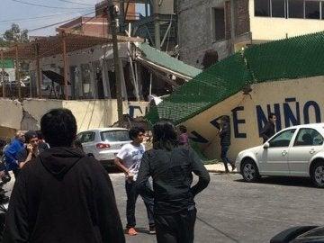 Imagen del colegio derrumbado por el fuerte terremoto de México