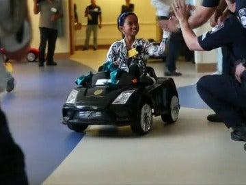 En BMW, Mercedes o en Lamborghini, asi entran los niños a la sala de operaciones en el hospital de San Diego