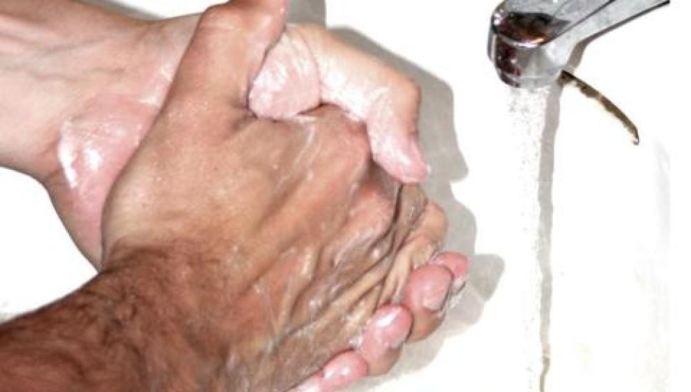 Lavarse las manos con frecuencia es un síntoma habitual en los pacientes de TOC. OCD handwash - Lars Klintwall Malmqvist