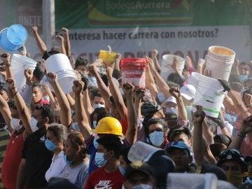 Ciudadanos mexicanos se vuelcan en el rescate de las personas afectadas por el terremoto
