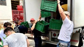 Paco Jémez ayudando en México