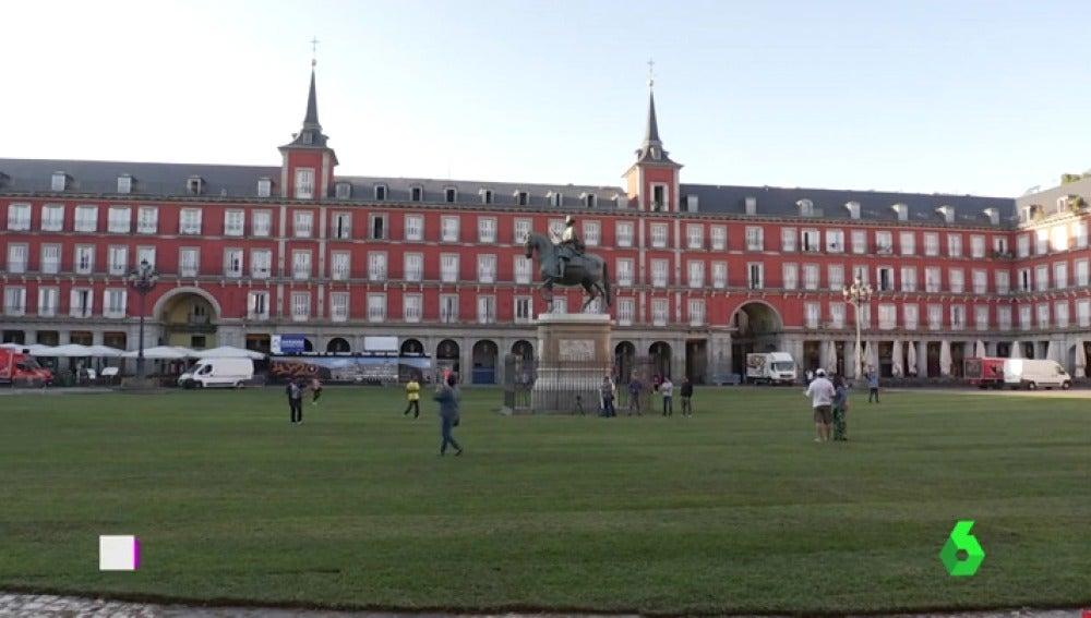 Felipe III 'cabalga' sobre el cesped de la Plaza Mayor de Madrid