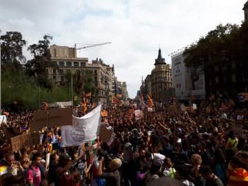 Los estudiantes se manifiestan a favor del referéndum del 1-O en Barcelona