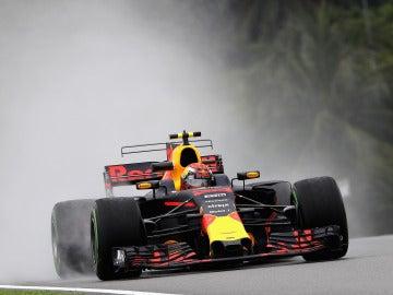 Max Verstappen rueda sobre mojado