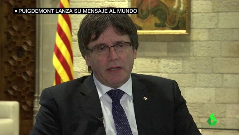 """El mensaje al mundo de Puigdemont: """"Está preparado todo para que los puntos de votación tengan las papeletas y urnas"""""""