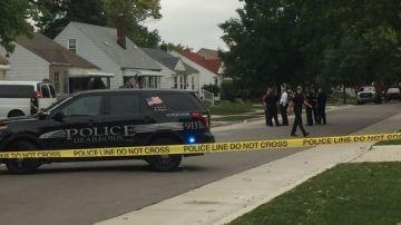 La Policía de Detroit en la vivienda tras los disparos accidentales del bebé