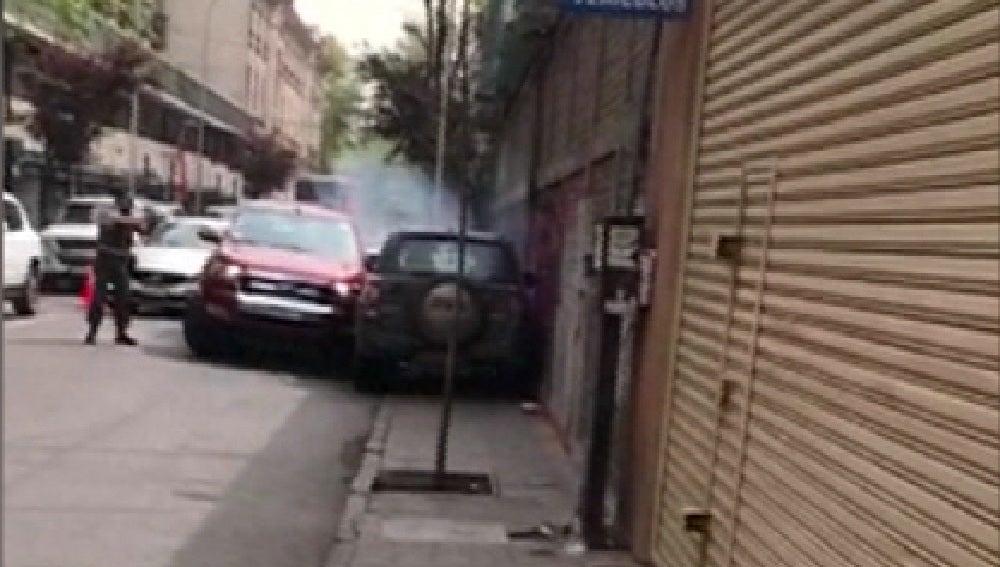 Una mujer intenta escapar de un control policial y acaba estrellándose contra otros tres vehículos