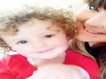 Kimmi Foster junto a su hija de cuatro años
