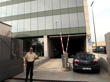 Agentes de la Guardia Civil en el Centro de Telecomunicaciones y Tecnología de la Información (CTTI) de la Generalitat