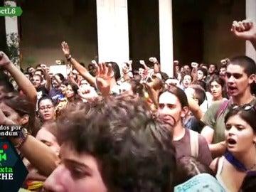Estudiantes se manifiestan en favor del referéndum
