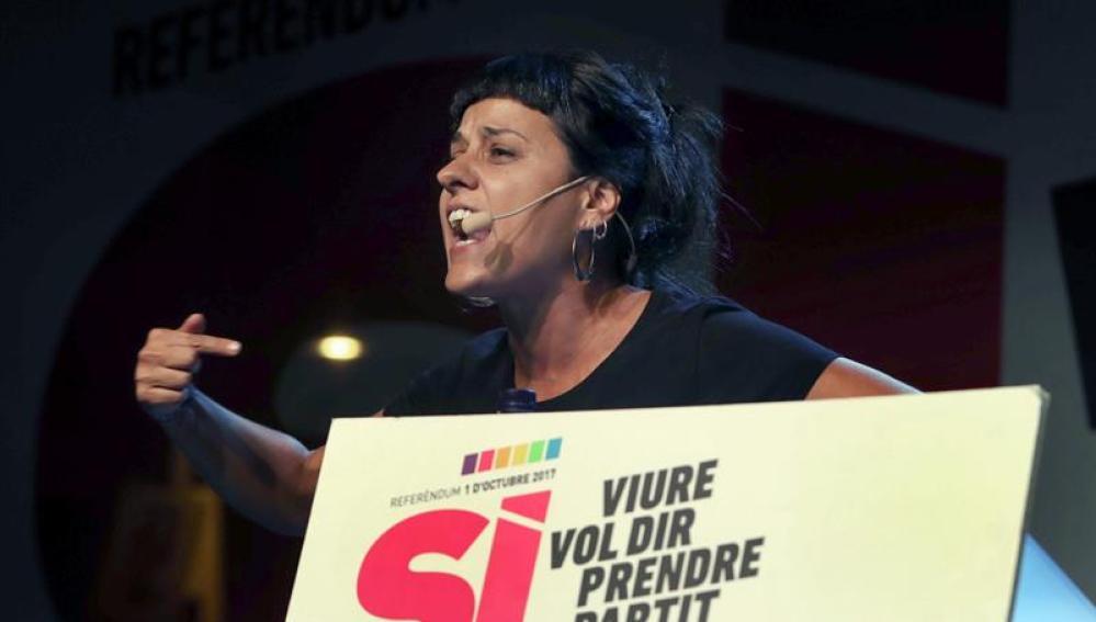 La portavoz parlamentaria Anna Gabriel interviene durante un acto de la CUP