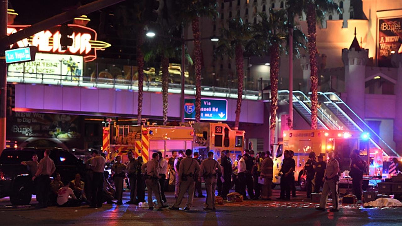 Efectivos policiales en las inmediaciones del Mandalay Bay Casino (Las Vegas)