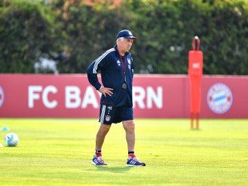 Carlo Ancelotti, durante un entrenamiento en su etapa en el Bayern