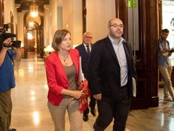 La presidenta del Parlament, Carme Forcadell, junto al vicepresidente primero, Lluís Guinó