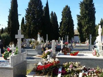 El Día de los Santos se producen numerosas visitas a los cementerios.
