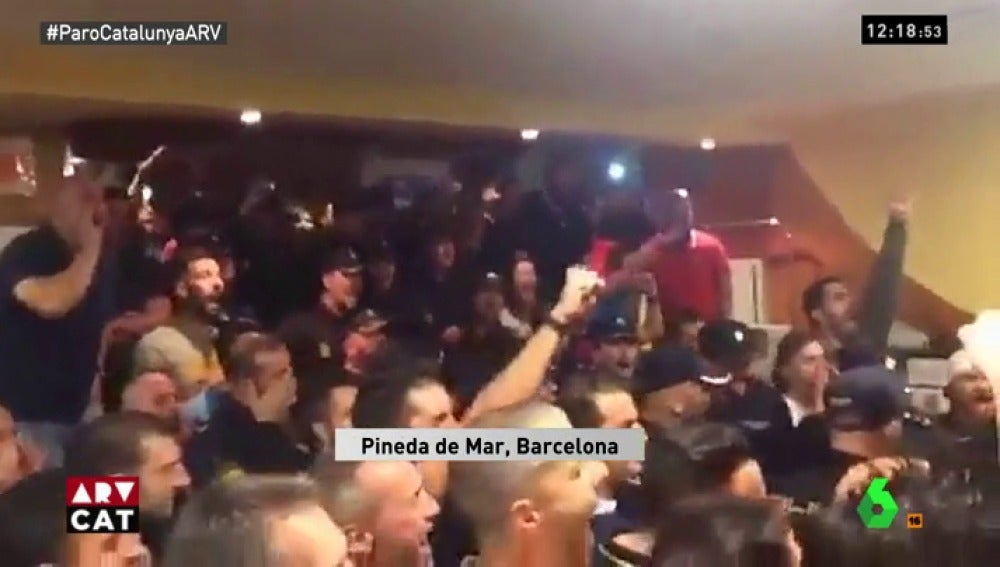Agentes del despliegue de Policía y Guardia Civil de Pineda de Mar
