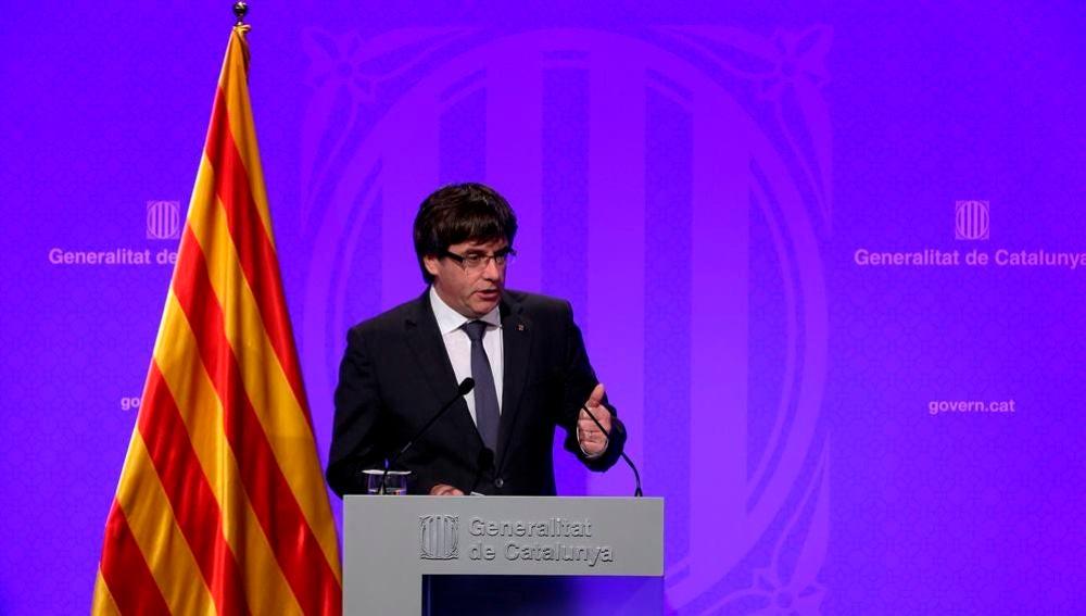 Carles Puigdemont hablando ante los medios