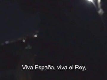 """Los vecinos de la música de Manolo Escobar en Barcelona vuelven con el himno de la Guardia Civil: """"Viva España, viva el rey, viva el orden y la Ley"""""""
