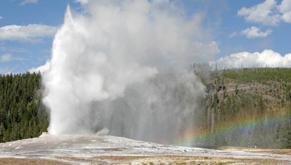 Géiser del Parque Nacional de Yellowstone de Old Faithful