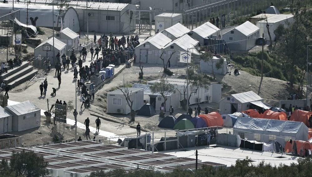 Vista general de un campamento para refugiados en la isla de Lesbos, Grecia.