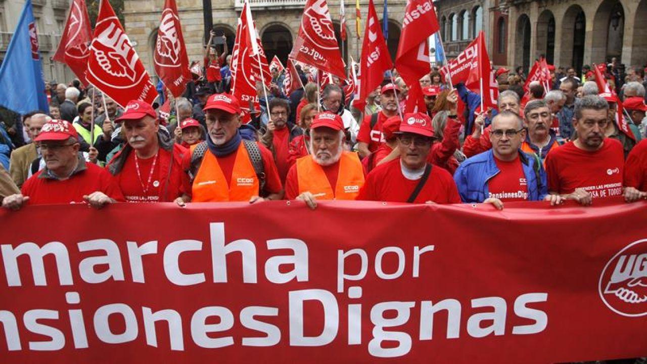 Pensionistas manifestándose por su situación actual.