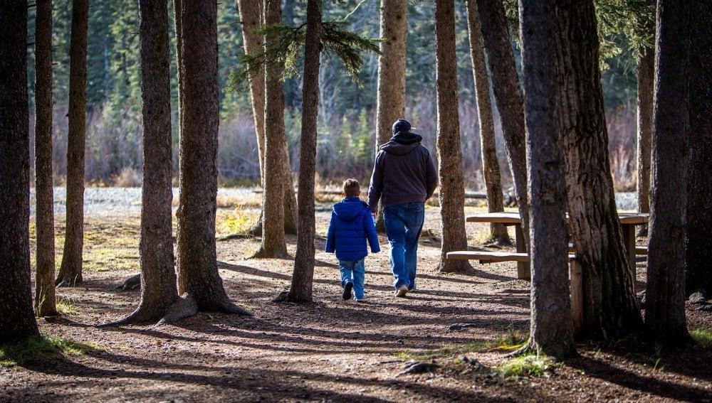 Los hombres no reducen la jornada para cuidar de sus hijos porque creen que no pueden