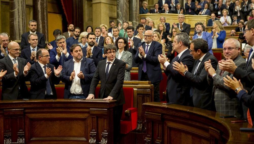 Diputados del Parlament catalán tras el discurso de Puigdemont