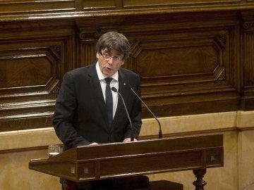 Carles Puigdemont dirige su discurso al Parlament catalán