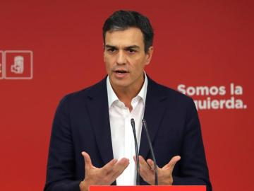 El secretario general del PSOE, Pedro Sánchez, en Ferraz para valorar las palabras de Puigdemont