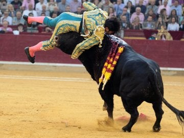 Cogida a Cayetano Rivera en Zaragoza