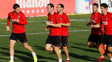 Godín bromea con Gabi en un entrenamiento del Atlético